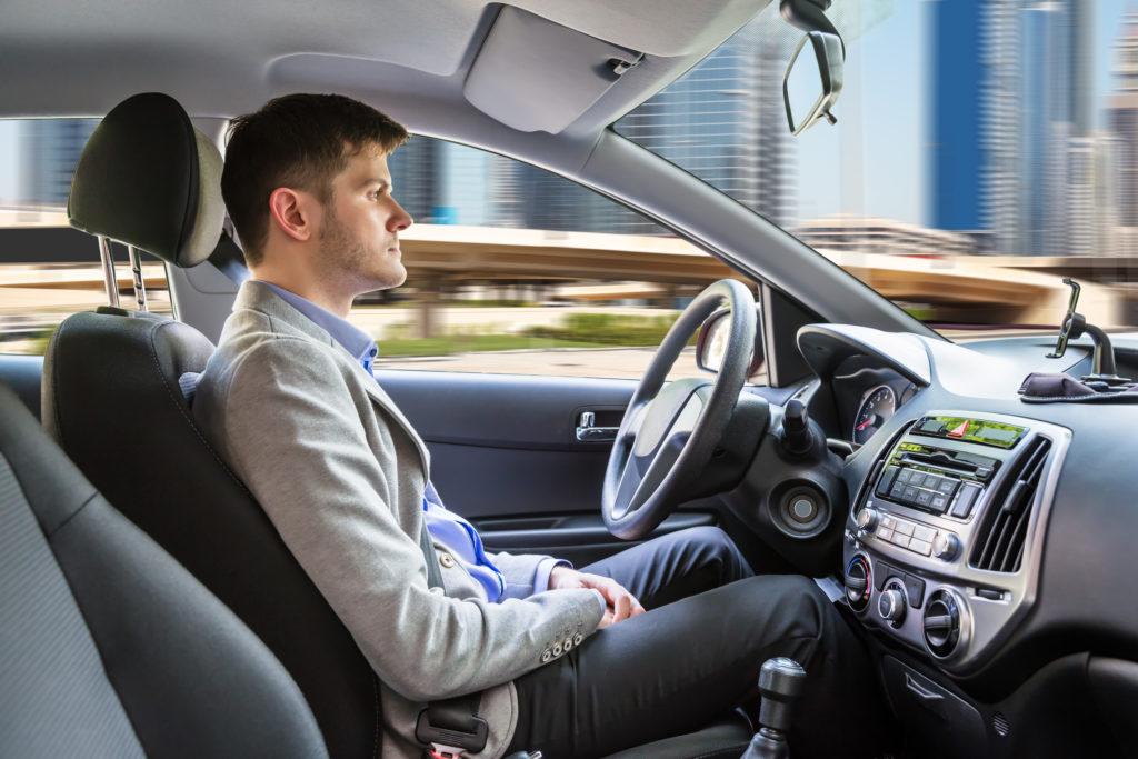 man-i-självkörande-bil