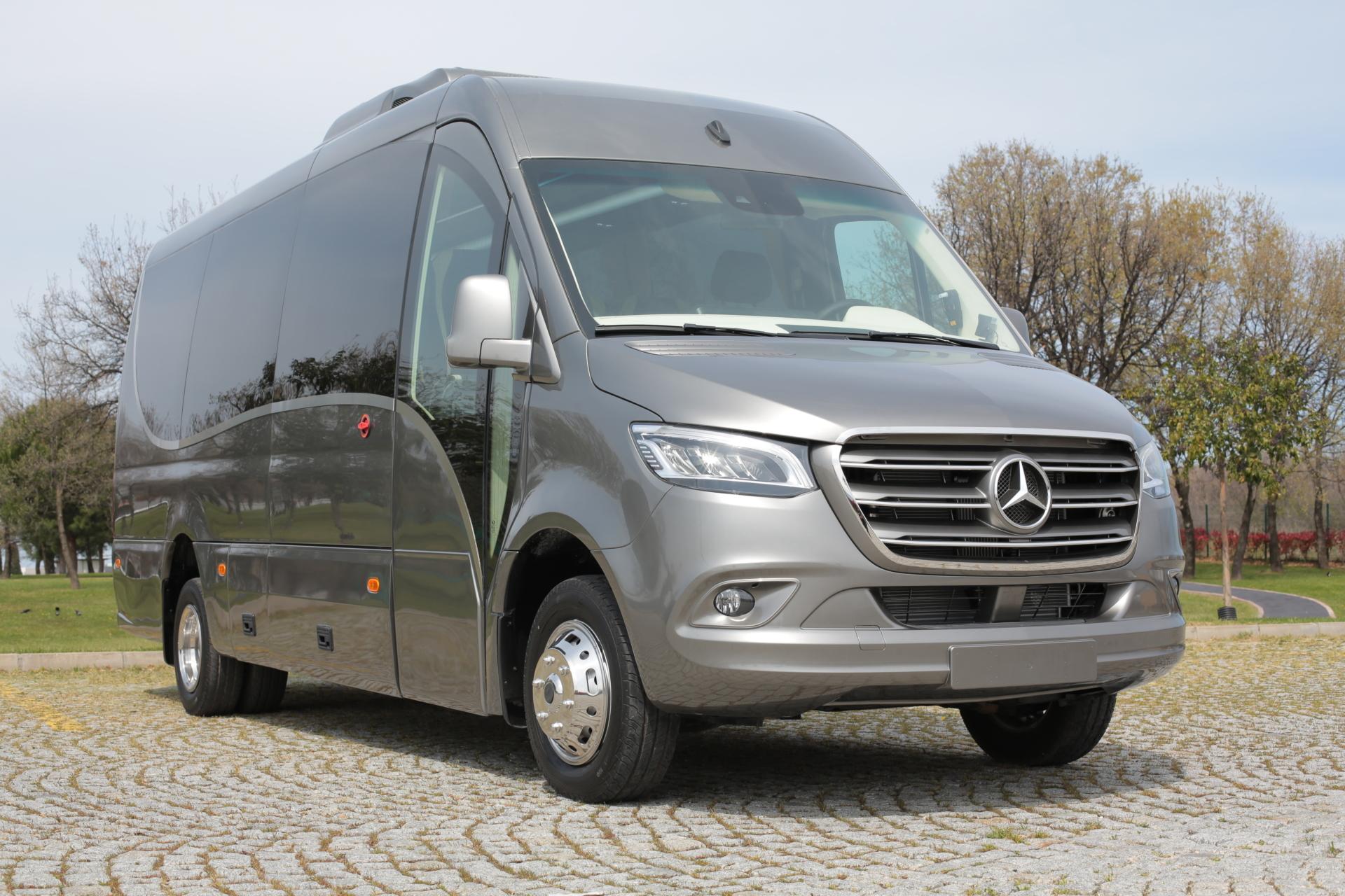 Minibuss-turistbuss