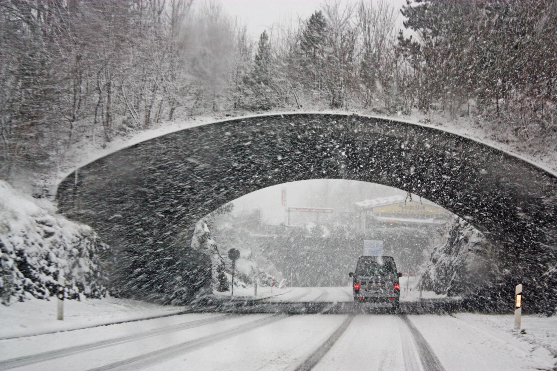 snö-självkörande fordon-dåligt väder