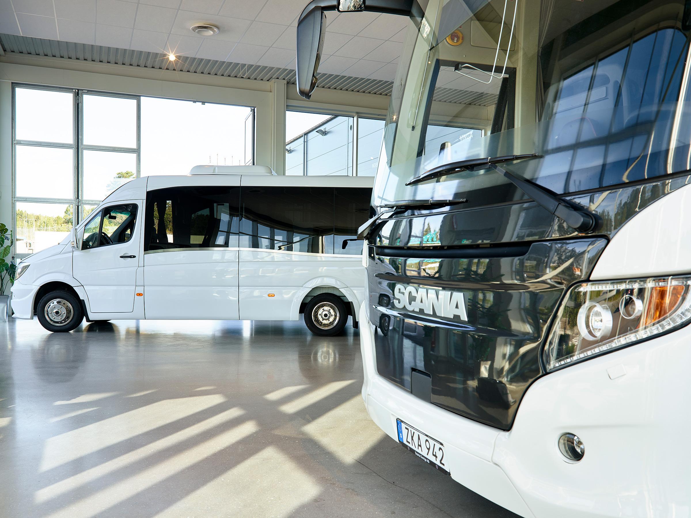 Scania och mercedes sprinter på Vinga buss partner